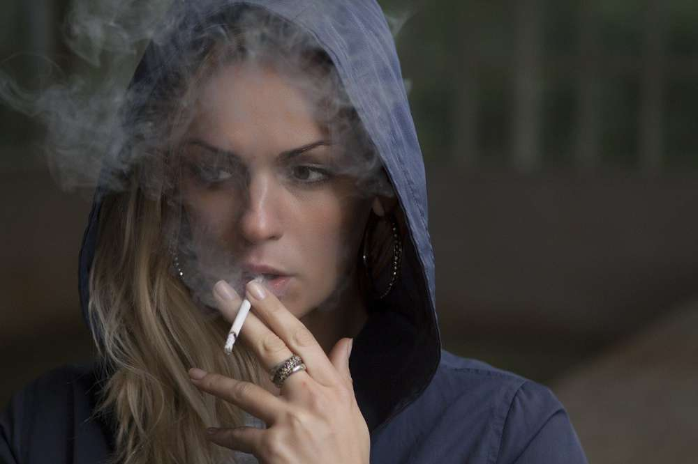 bad habits woman addiction