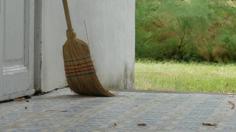 broom clean up declutter