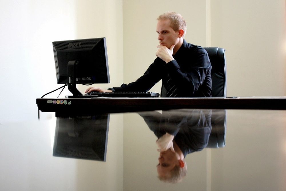 business computer thinking