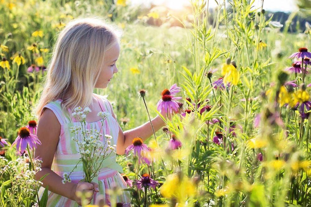 girl flowers happy