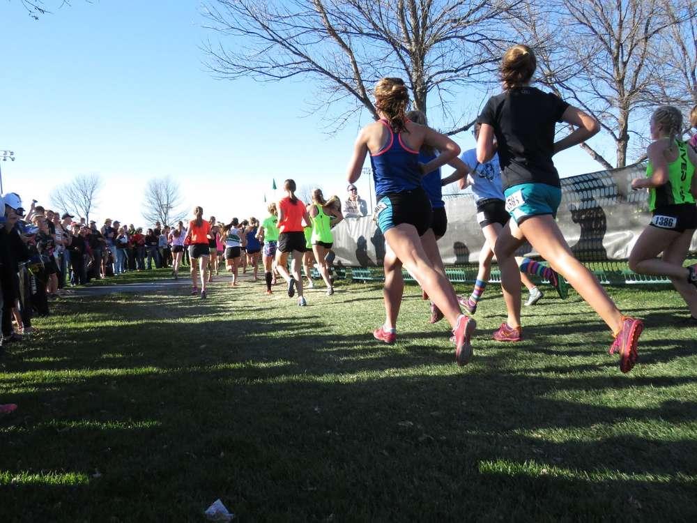runners race running